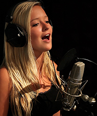 Lexi Conrad - Pop Singer Trained by Vocal Coach Thomas Appell at APPELL VOICE STUDIO in Orange County, CA